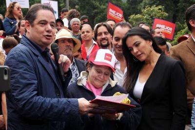 Vargas Lleras asegura que ya consiguió 2 millones de firmas para su candidatura