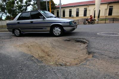 Calle 14: perjudicada por retrasos en obras del Mesón de los Búcaros