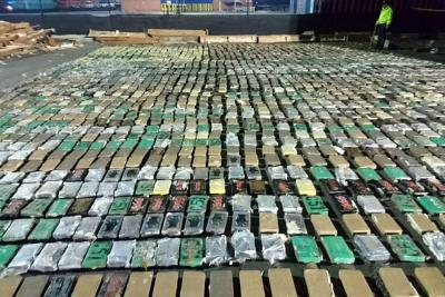 Incautan más de dos toneladas de cocaína que iban para España