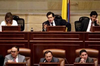 Votación para la reforma política sigue enredada en polémicas