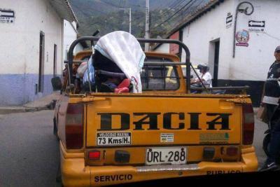 Irresponsable transportaba a menor de edad en el platón de un taxi en Piedecuesta