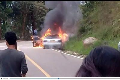 Incendio de un vehículo generó caos en la vía a la Mesa de Los Santos