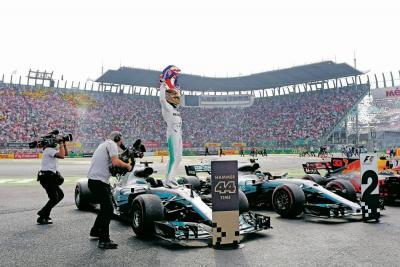 Hamilton firmó su cuarto título Mundial en México