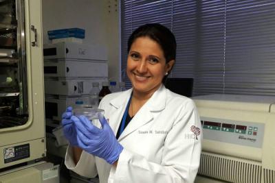 Santandereana busca la cura del cáncer de seno triple negativo