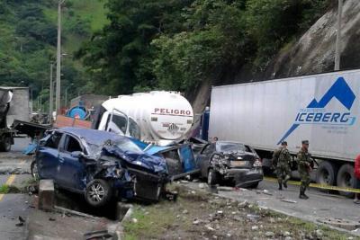 Grave accidente de tránsito deja un muerto y varios heridos