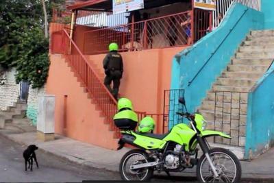 Un Policía salvó a 4 niños de morir quemados en Bucaramanga