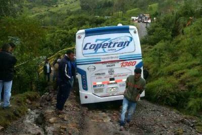 Hay paso restringido en la vía entre Bucaramanga y Málaga por derrumbes