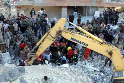 Sube a 450 la cifra de muertos tras el terremoto en Irán