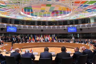 Unión Europea impone embargo de armas a Venezuela