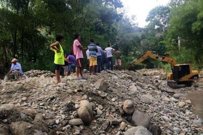 Excavaciones afectan el barrio Villa Adela