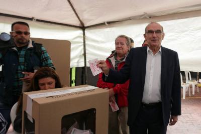 Humberto de la Calle gana candidatura presidencial del liberalismo