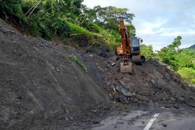 Continúa remoción de derrumbe en vía a Barrancabermeja