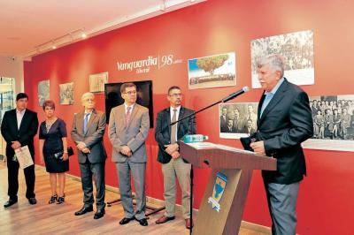 En fotos y editoriales, 98 años de Vanguardia