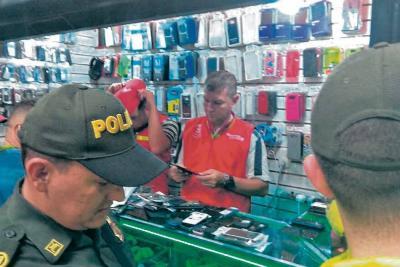 Incautan autopartes y celulares en 'mercado' de Las Pulgas