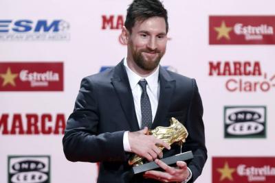 Messi recibió su cuarta Bota de Oro y no habló de su renovación