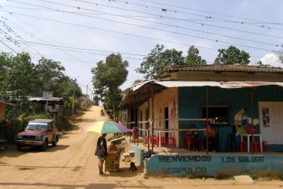 Habitantes de Acapulco en Girón temen problemas de energía eléctrica