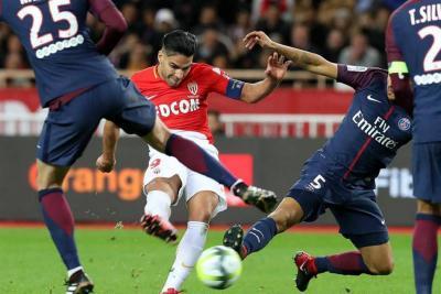 Con Falcao, Mónaco cayó 2-1 ante el PSG y se aleja de la punta