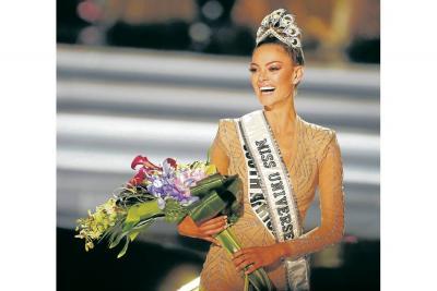 Laura González será inmortalizada por esta alegre reacción al ser escogida como finalista. Al momento de escoger a la nueva Miss Universo, se mostró mucho más seria. Luego, recuperó su semblante risueño y felicitó con alegría a la ganadora.