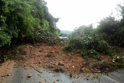 Por derrumbe, una de las vías al Cerro del Santísimo está totalmente cerrada
