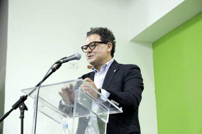 Juan Paulo Hinestroza, un bumangués experto en la Nanotecnología