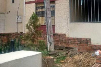 Poste en deterioro amenaza con causar tragedia en Girón