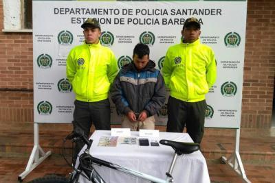 Exigía dinero a una menor en Santander para no revelar fotos íntimas