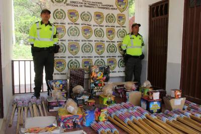 Incautan 100 kilos de pólvora que eran transportados en un bus en Santander