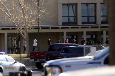 Al menos tres muertos en un tiroteo en escuela en Nuevo México, EEUU