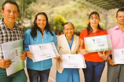 80 familias de Santander recibieron títulos sobre las tierras que habitan
