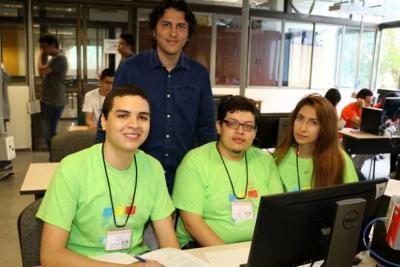 Este es el docente santandereano que enseña a programar en 180 países