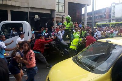 Operativo en carril de Metrolinea en Bucaramanga terminó en disturbios