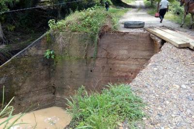 Emergencias por inundaciones y vías destruidas en el Bajo Simacota