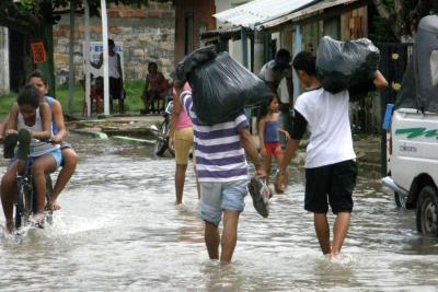 Se prenden alarmas de inundación tras regreso del fenómeno de la niña