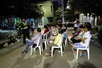 La comunidad de Cámbulos recibió a la Policía