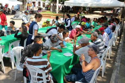 80 habitantes de la calle recibieron alimentación y atención médica