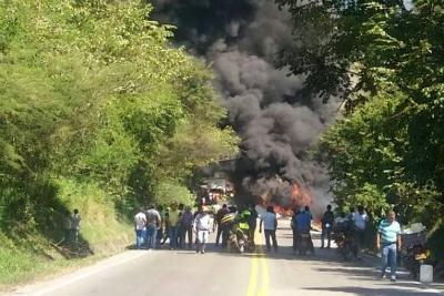 Paso a un carril en vía Bucaramanga - Costa Atlántica tras accidente