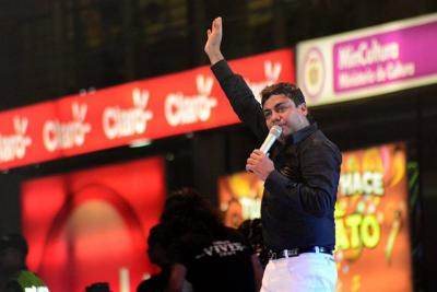 Cantante Churo Díaz huyó de la Policía en pleno concierto