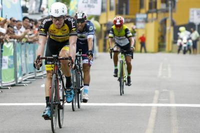 Se le escapó la victoria de etapa al colombiano Muñoz