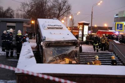 Autobús arrolla a multitud y mata a cinco personas en Rusia