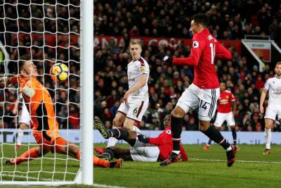 United pinchó otra vez y Chelsea se le acercó
