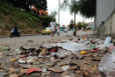 Florideños reclaman falta de barrido y limpieza en barrios