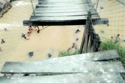 Se cae a pedazos puente en vereda de Girón