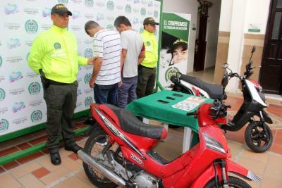 Cobraban para devolver una motocicleta hurtada