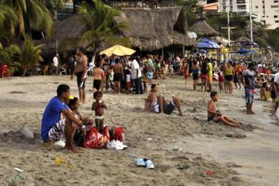 En playas de Santa Marta regularon hasta el precio de las trenzas