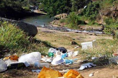 Hasta 30 bultos de basura por día abandonan turistas que visitan balneario de Pescaderito