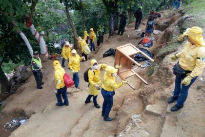 Persisten los desórdenes de basura en la vía entre Bucaramanga y Matanza