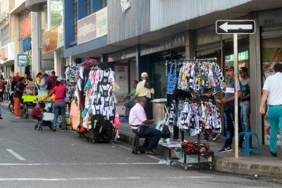 Multa por comprar en la calle enciende debate en Bucaramanga