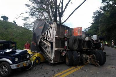 Choque múltiple en la vía Lebrija-Barranca dejó una persona herida