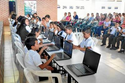 """""""La meta es llegar a tres niños por computador"""": Secretaría TIC"""