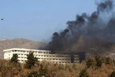 Mueren más de 20 personas en ataque talibán al Hotel Intercontinental de Kabul